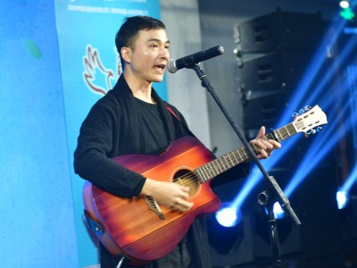Hakka pop concert rocks local fans