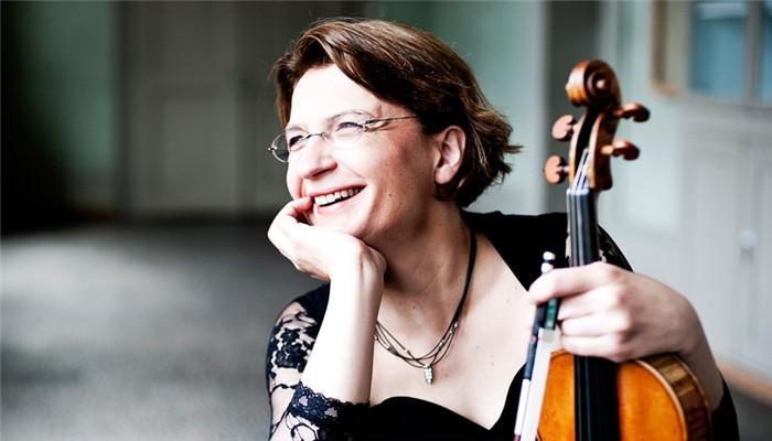 Master violinist on Bach, Ysaye for SZ concert_EYESHENZHEN