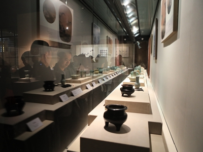 Elegant Song lifestyle re-enacted at porcelain exhibition | Until Mar. 8