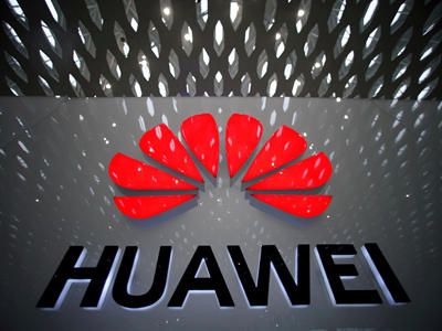 Huawei hires 6 HUST graduates with high salaries