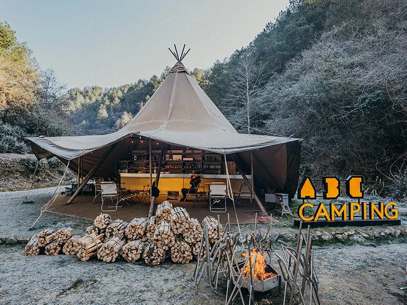 Camping, a new trendy travel style (II)